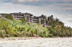 607 River Bluffs